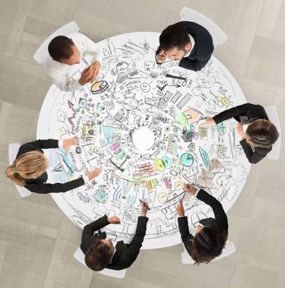 Anne O sens intervient à tous niveaux d'un projet, d'une idée, d'une question ou d'un arbitrage.